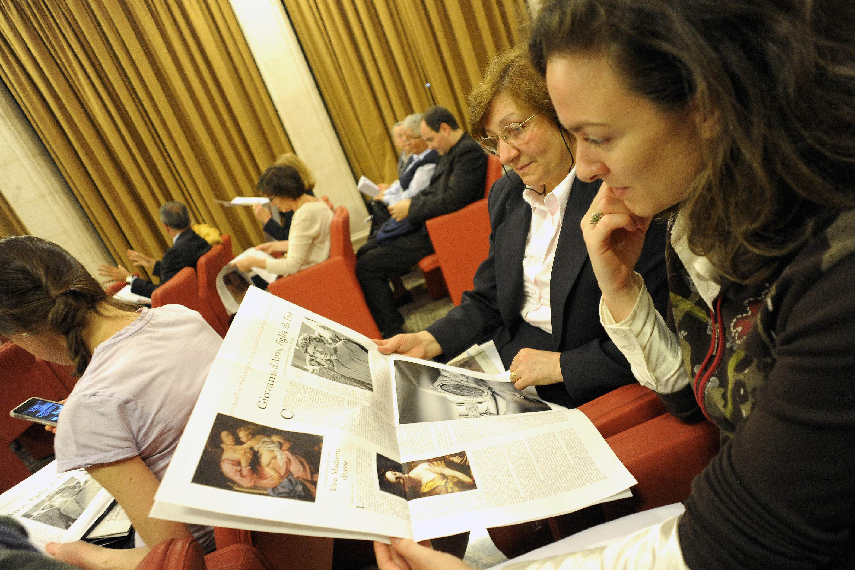 Vatican editor denies interfering in women's mag